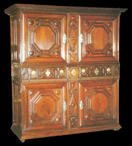 Restauration de meubles atelier bence meubles for Meuble xviii