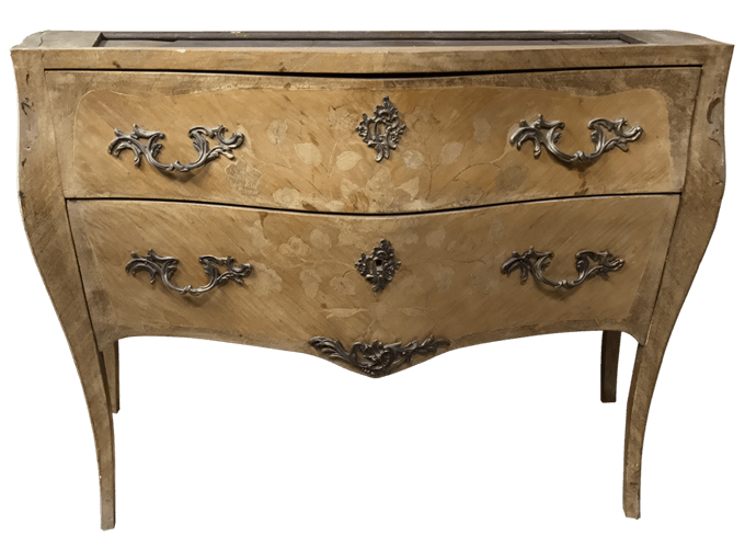 Avant restauration. Commode de style Louis XV